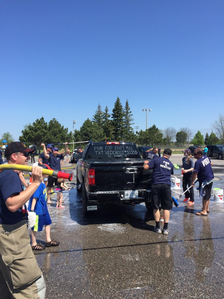 Firefighters wash cars to raise money for Fort McMurray