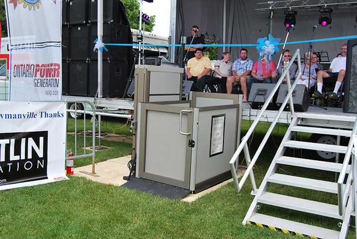 New accessible mobile stage